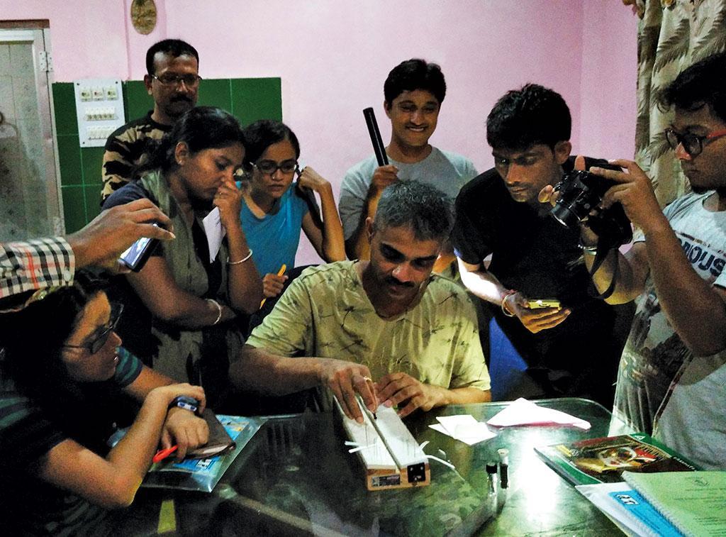 Parag Rangnekar studying odonates along with other researchers (Credit: Prosenjit Dawn)