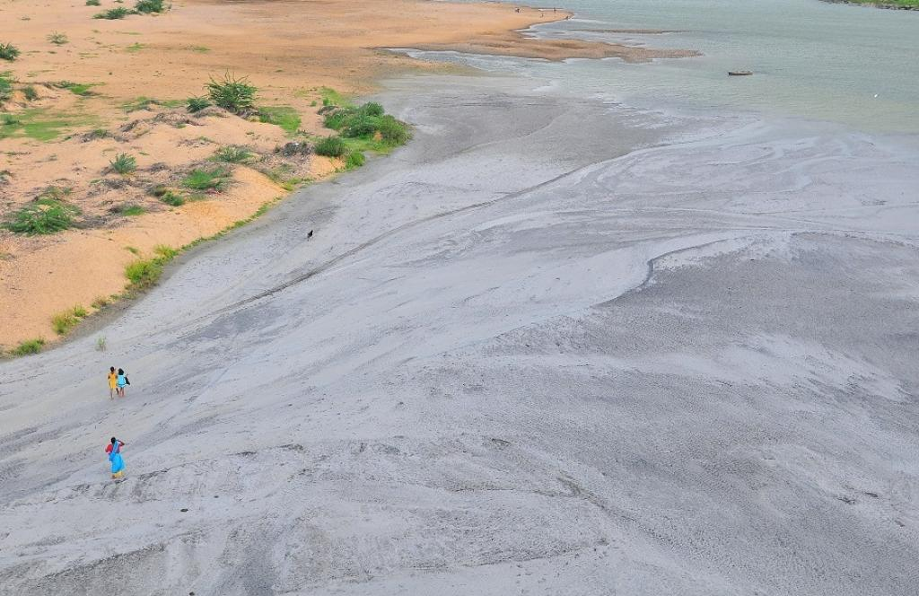 A file photo of fly ash released into the Renuka river by a coal-based thermal power plant at Obra in Sonbhadra district of Uttar Pradesh. Credit: Meeta Ahlawat