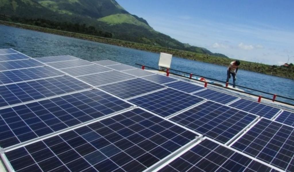 The 10kW floating solar power plant installed in Banasurasagar. Credit: Regen Power