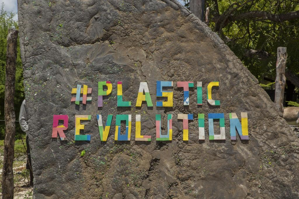 The project was founded in 2016 to inform people about the impact of plastic on marine ecosystems. Co-founder, Ben Morison, launched the #Plasticrevolution after seeing the vast amount of plastic on Kenya's beaches. Photo: Abdalla Barghash/UN Environment/The FlipFlopi Project