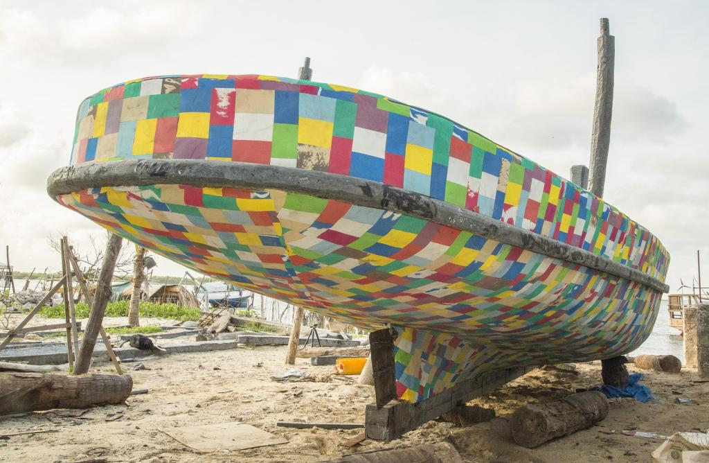 The boat is covered in colourful sheets of recycled flipflops, which were collected during beach cleanups in Lamu. Photo: Abdalla Barghash/UN Environment/The FlipFlopi Project