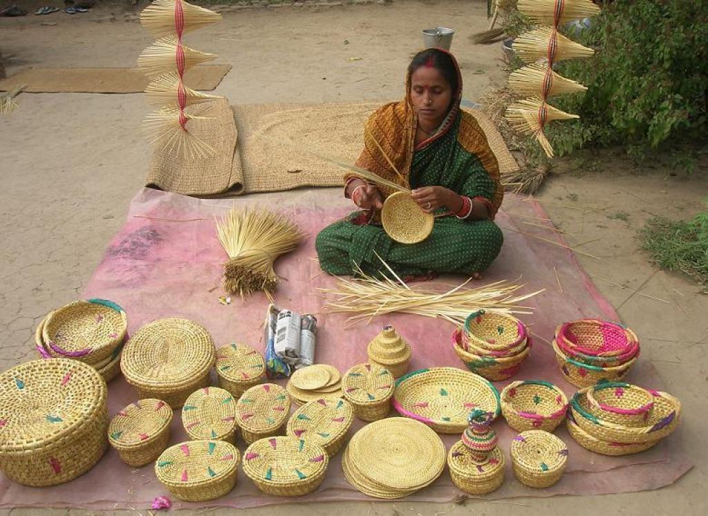 A woman making baskets from golden grass. Credit: Ashish Senapati