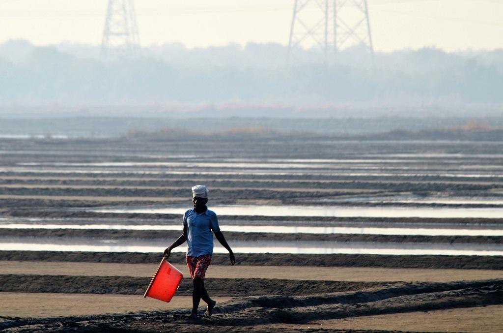 Salt pans are spread across Mumbai's Dahisar, Goregaon, Mulund, Bhandup, Kanjurmarg, Nahur, Ghatkopar, Turbhe, Chembur, Wadala and Anik. They are thronged by landless farmers and those finding it difficult to make ends meet. Photo: Gajanan Khergamker