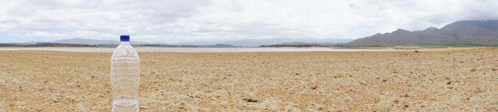A dried-up Theewaterskloof Dam, Cape Town, South AFrica. Photo: Getty Images