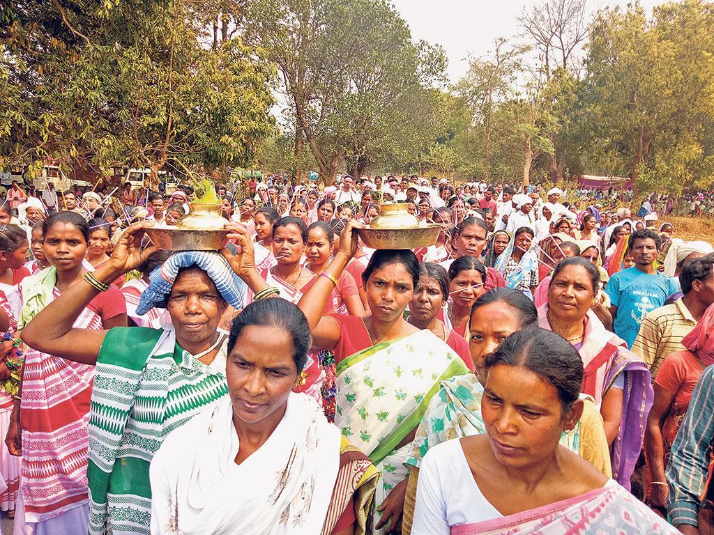 झारखंड में सरकार द्वारा जमीन हथियाने के खिलाफ आदिवासी क्षेत्रों में पत्थरगड़ी आंदोलन जोर पकड़ रहा है