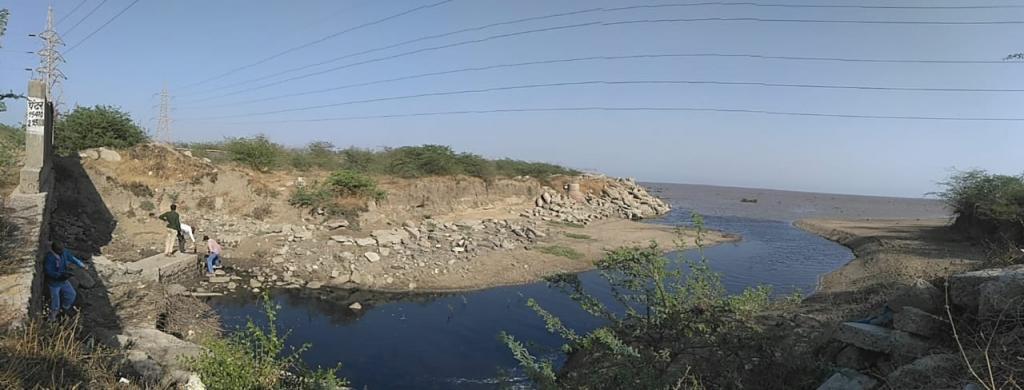 A drain carrying effluents flows into the Narmada near Bharuch. Photo: Paryavaran Suraksha Samiti
