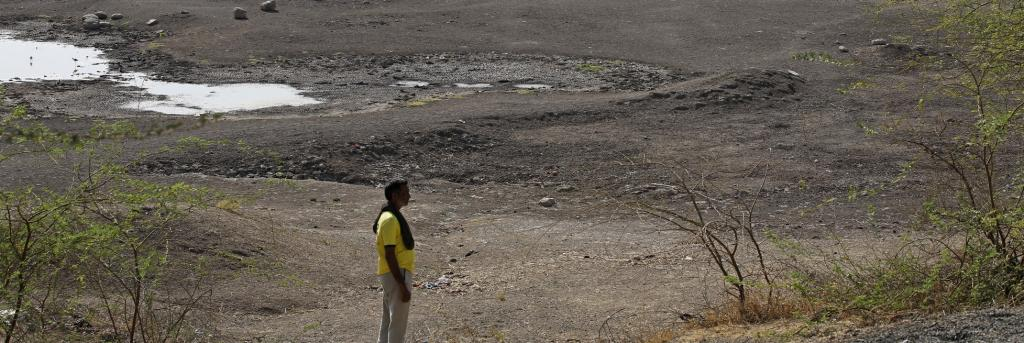 A dried-up pond in Nana Madhad village of Surendranagar district. Photo: Vikas Choudhary/CSE