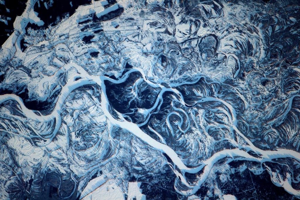 Curling snow drifts around the 1,400 mile Dnieper River, flowing from Russia to the Black Sea. Photo: NASA/ESA/Thomas Pesquet