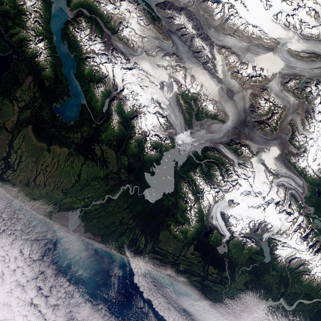 Located in the Brabazon Range of southeastern Alaska, Yakutat Glacier is one of the fastest retreating glaciers in the world. Over the past 26 years, the glacier's terminus has retreated more than 5 kilometres. Apart from the natural change, human-caused global warming has hastened the speed of the retreat. Photo: NASA Earth Observatory image by Robert Simmon