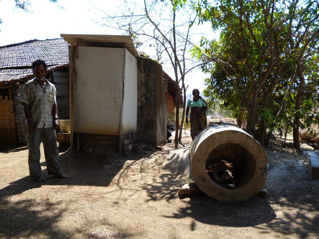 Broken biogas plant in Valsad district of Gujarat. Photo: Ankur Paliwal/CSE