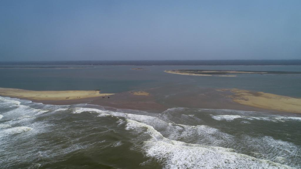 Due to the intense waves generated because of Cyclone Fani, four new mouths have now opened up. The second mouth is twice as big as the original mouth, bringing in more sea (salt) water and increasing the salinity of the lake. Photo: Adithyan P C