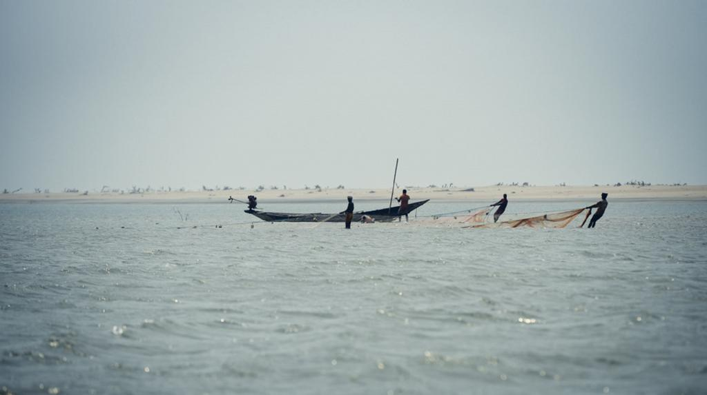 Around 2 lakh people depend on the Lake for their livelihood, which is also home to 261 species of fish, 28 species of prawns and 34 species of crabs. Photo: Adithyan P C