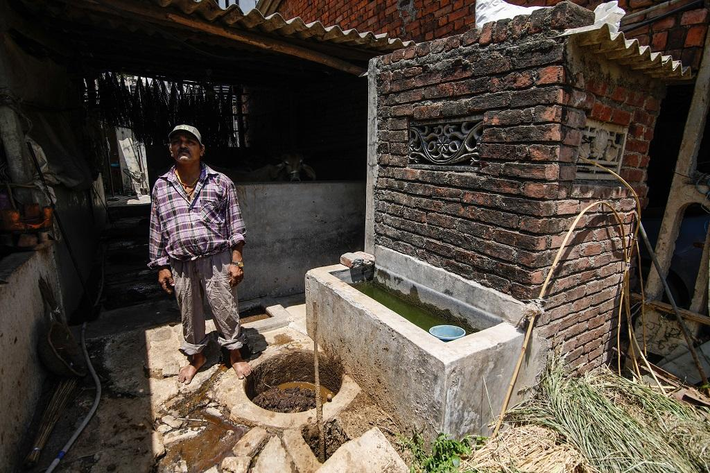 Toilet-linked biogas plants tackle faecal sludge problem in