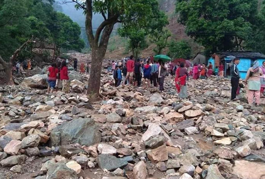 अल्मोड़ा के पास तेज बरसात के कारण हुआ नुकसान। Photo: Varsha Singh