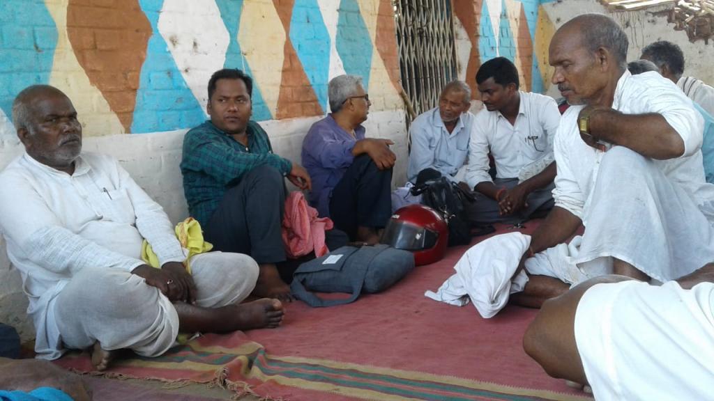 मध्यप्रदेश के मंडला जिले के चुटका गांव के लोग चुटका परमाणु विद्युत संयंत्र  से विस्थापन का खतरा भांपकर आंदोलन की तैयारी में लग गए हैं। Photo: Manish Chander Mishra