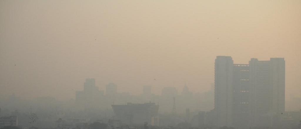 Smog hangs over Delhi. Photo: jepoirrier / Flickr