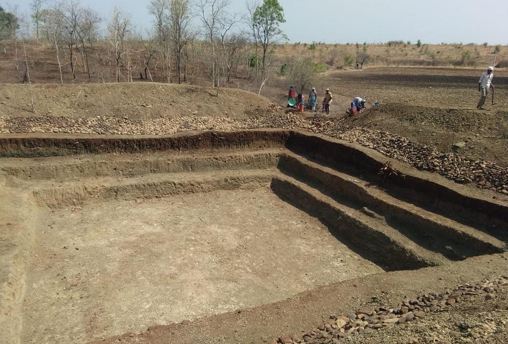 खंडवा जिले में कई गांव इस तरह के छोटे तालाब बना रहे हैं। फोटो: मनीष चंद्र मिश्रा