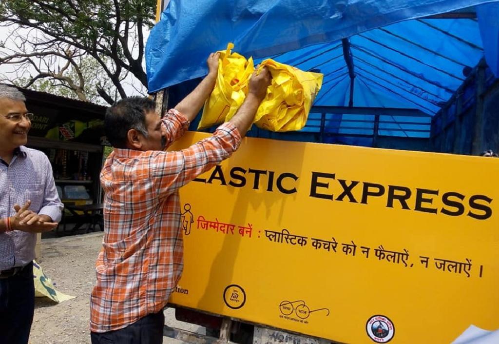 उत्तराखंड में प्लास्टिक वेस्ट करती प्लास्टिक एक्सप्रेस। Photo: Varsha Singh