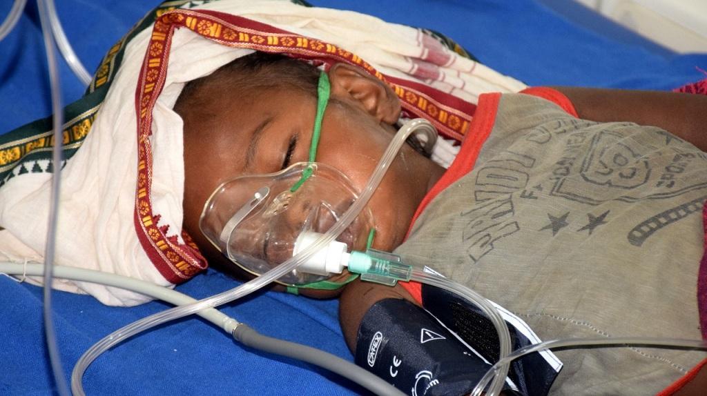 मुजफ्फरपुर के अस्पताल में भर्ती एईएस बीमारी से पीड़ित बच्चा। फोटो: पुष्यमित्र