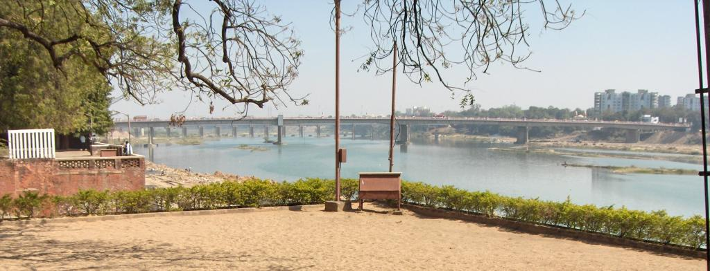 The reservoir basin stock in the Sabarmati, seen here near Sabarmati Ashram in Ahmedabad, showed a departure of 40 per cent. Photo: Wikimedia Commons