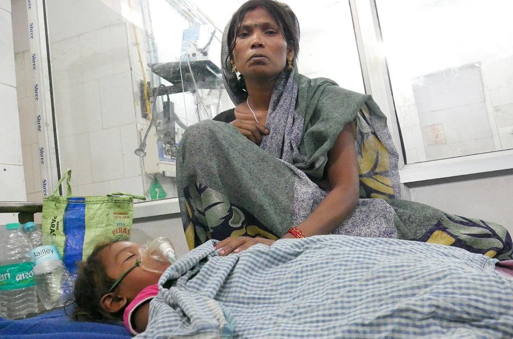 अस्पताल में भर्ती चमकी बुखार से पीड़ित बच्चा। फोटो: पुष्यमित्र