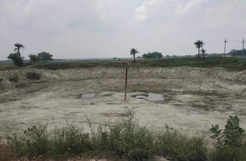 गदपुरा, बखारी रोड पर सूखा तालाब। फोटो: पुष्यमित्र