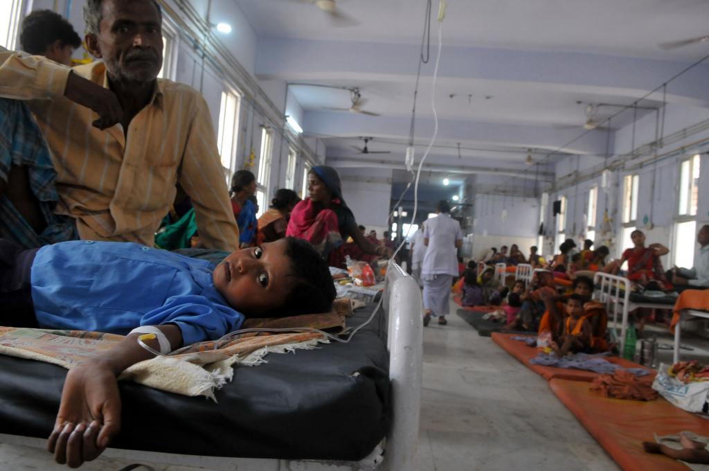 बिहार के मुजफ्फरपुर स्थित एसकेएमसीएच में एईएस से पीड़ित बच्चा। फोटो: प्रशांत रवि