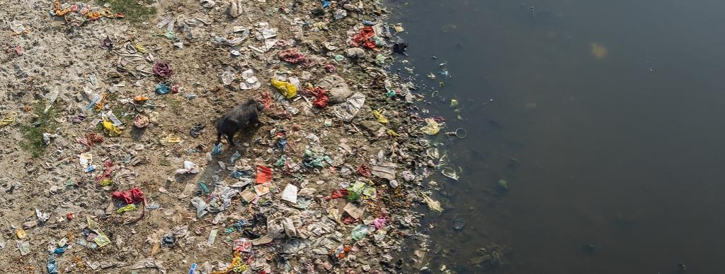 Sanitation in areas around the river is mismanaged. Photo: Getty Images