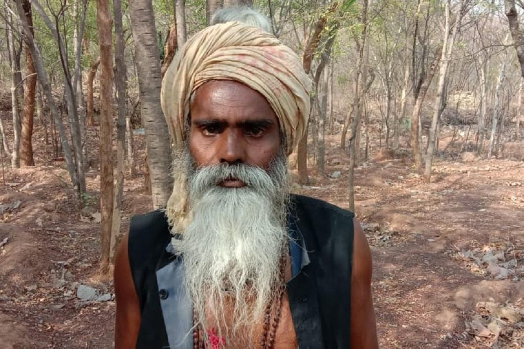 ये हैं बुंदलेखंड के चित्रकूट के भारतपुर गांव के भैयाराम यादव। फोटो: प्रियंका पांडे