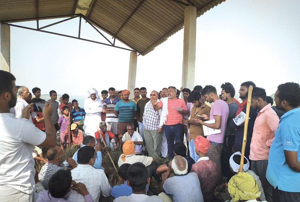 गोरखपुर में करजही गांव के पास राप्ती की धारा मोड़ने के खिलाफ लोग गुस्से में हैं, लोकसभा चुनाव के दौरान यह बड़ा मुद्दा बना। इसके बाद शासन-प्रशासन ने परियोजना पर ब्रेक लगा दिया