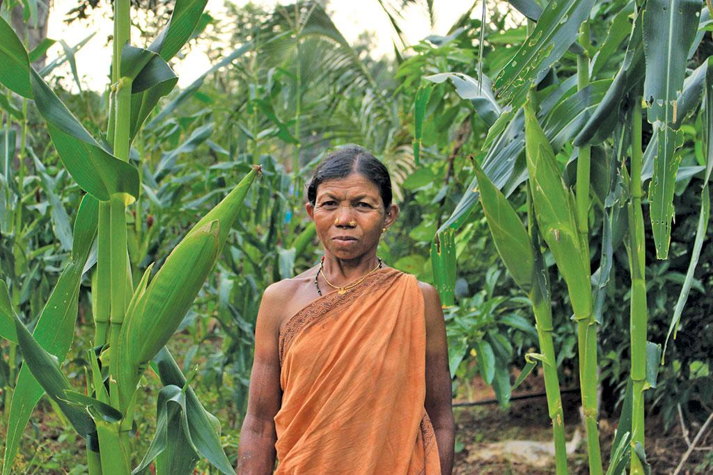 A Bonda woman displays her maize cultivation (Photo: Rita Willaert)