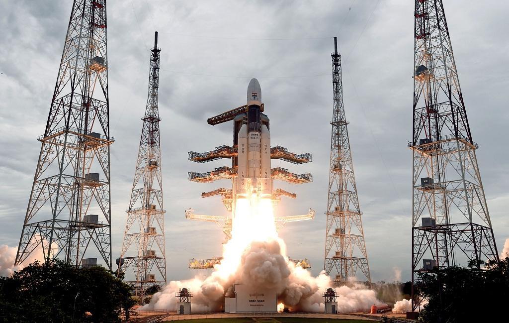 सोमवार को मिशन चंद्रयान-2 श्रीहरिकोटा से सबसे शक्तिशाली रॉकेट जीएसएलवी-मार्क तीन-एम1 के जरिए प्रक्षेपित किया गया। फोटो: पीआईबी