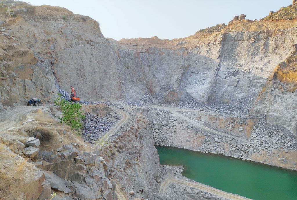 कबरई में पत्थर उद्योग से घर-घर बीमार ...