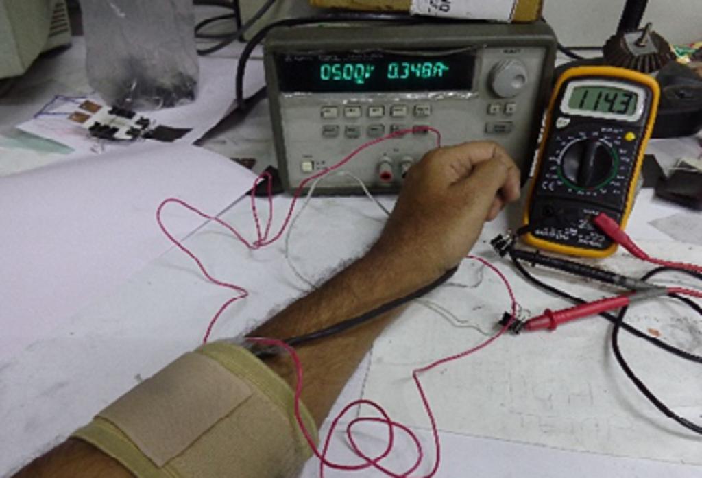 लचीले हीटर से हाथ की सिंकाई। फोटो: साइंस वायर