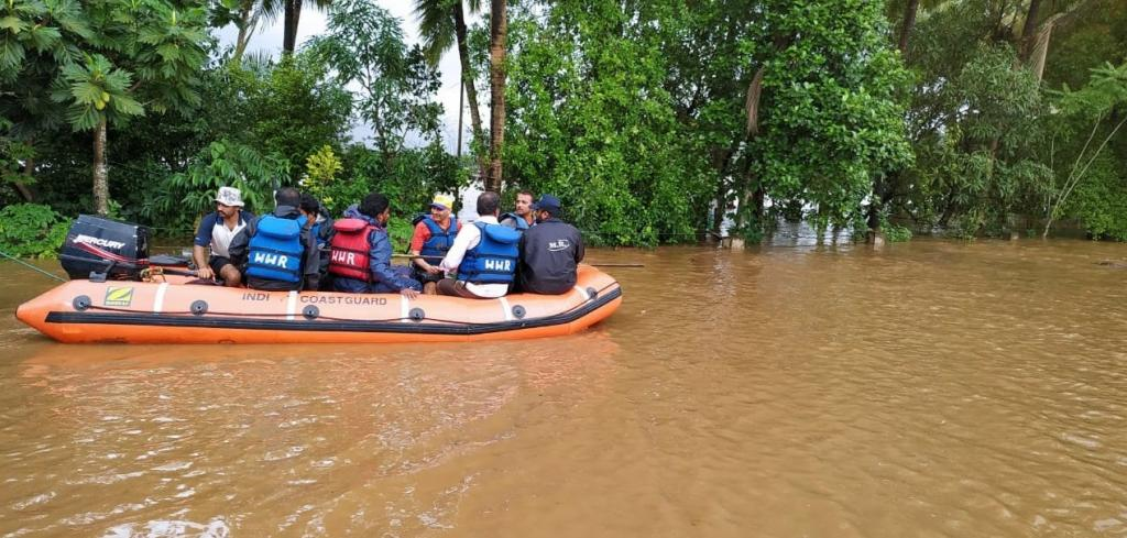 The Indian Coast Guard says it has mobilised 53 disaster response teams for rescue operations in the flood-devastated districts of Maharashtra, Karnataka  and Kerala and evacuated more than 2200 stranded citizens. Photo: @IndiaCoastGuard/Twitter
