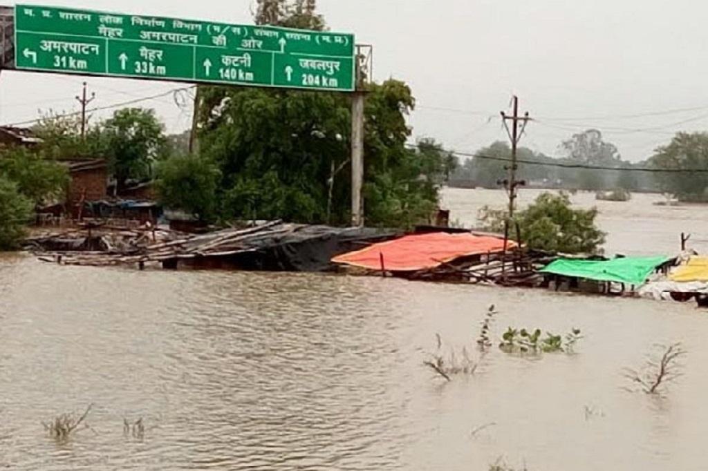 मध्यप्रदेश के 10 जिलों के बाढ़ के हालात बन गए हैं। फोटो: मनीष चंद्र मिश्रा