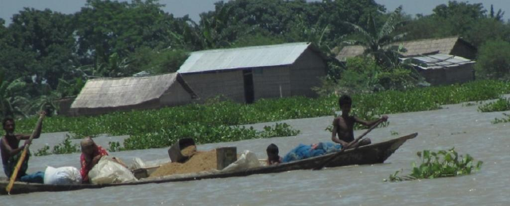 Severe flood situation at Brahmaputra's Neamatighat. Photo: Oxfam International/Flickr