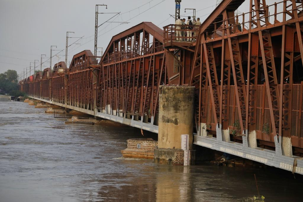 The Old Delhi Iron Bridge was also shut for vehicular and rail traffic movement as the water level increased. Photo: Vikas Choudhary