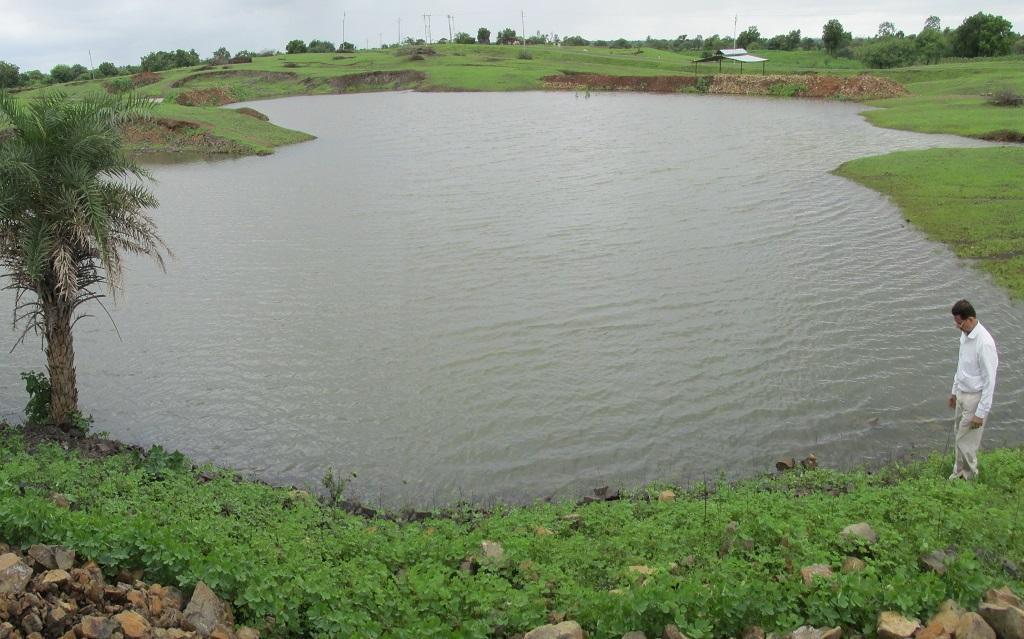 मध्य प्रदेश के झाबुआ में स्थित गांव मनासिया में बनाया गया तालाब।