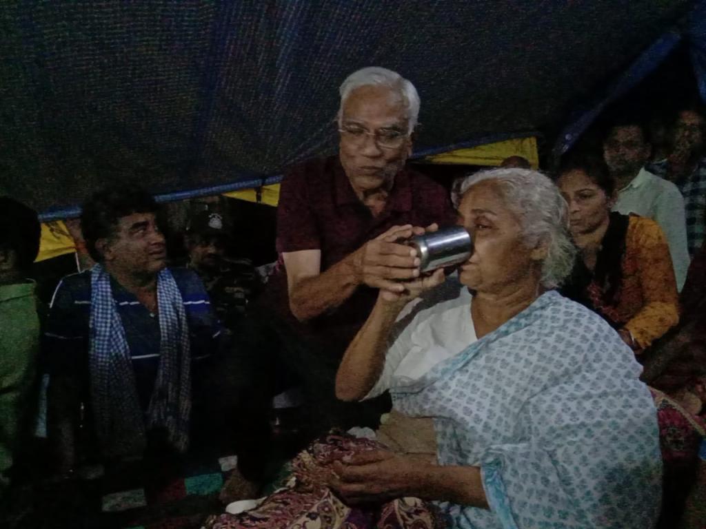 नौ दिन बाद मेधा पाटकर ने अपना अनशन समाप्त किया। फोटो: एनबीए