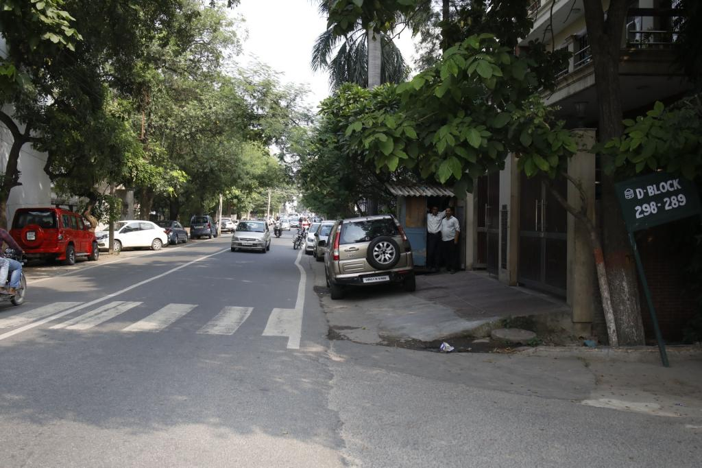 If the offence is repeated, the SC ordered that the authorities may frame rules to withdraw municipal services such as water supply, electricity, sewage connection, etc from the encroachers. Here's a wide lane in upmarket Defence Colony where it's impossible for pedestrians to manoeuvre their way through all the parked cars and cabins. Photo: Vikas Choudhary