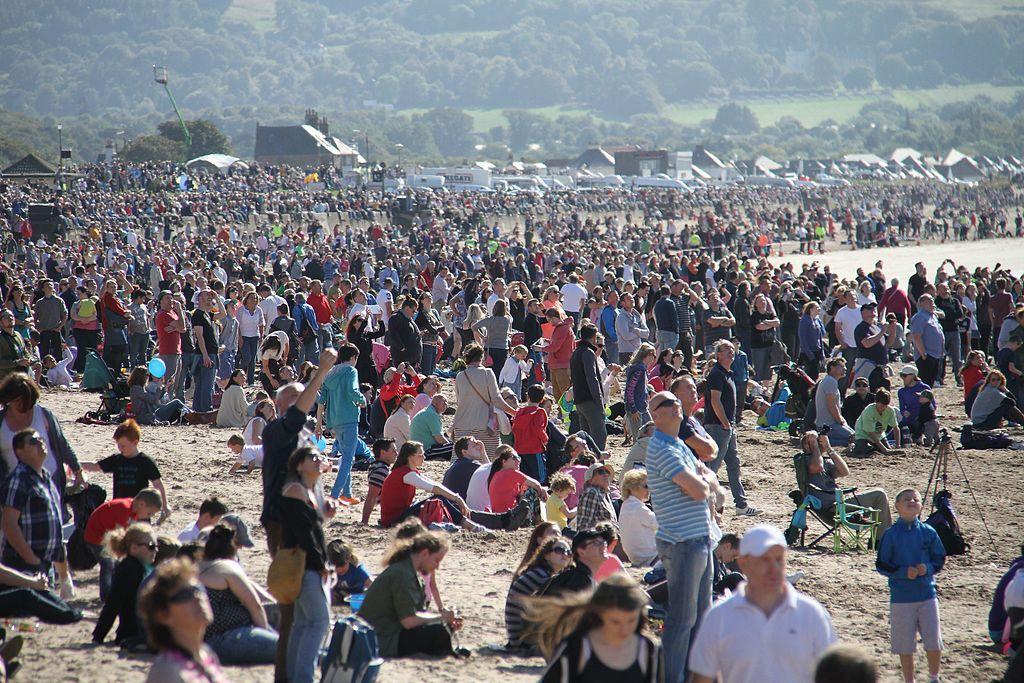 Crowds. Photo: Wikimedia Commons