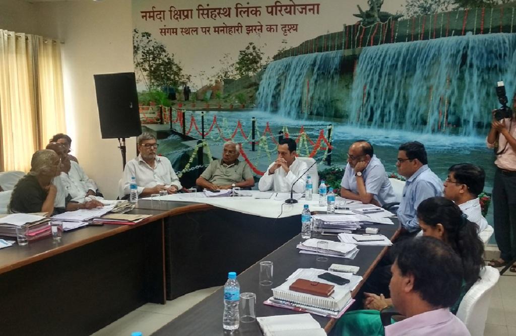 नर्मदा घाटी विकास प्राधिकरण की बैठक सोमवार को इंदौर में हुई। फोटो: रहमत