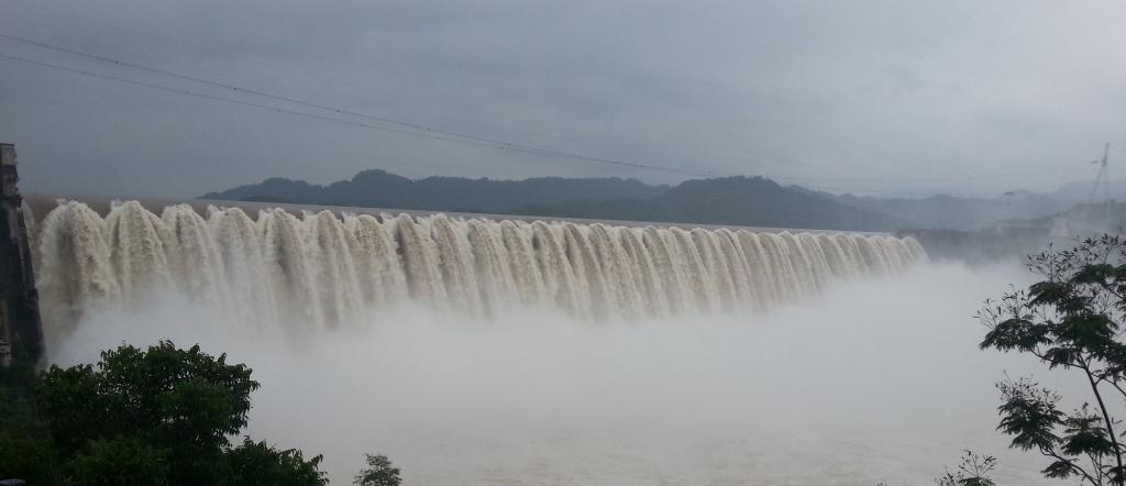 A brimming Sardar Sarovar Dam in the monsoon of 2013. Photo: Wikimedia Commons