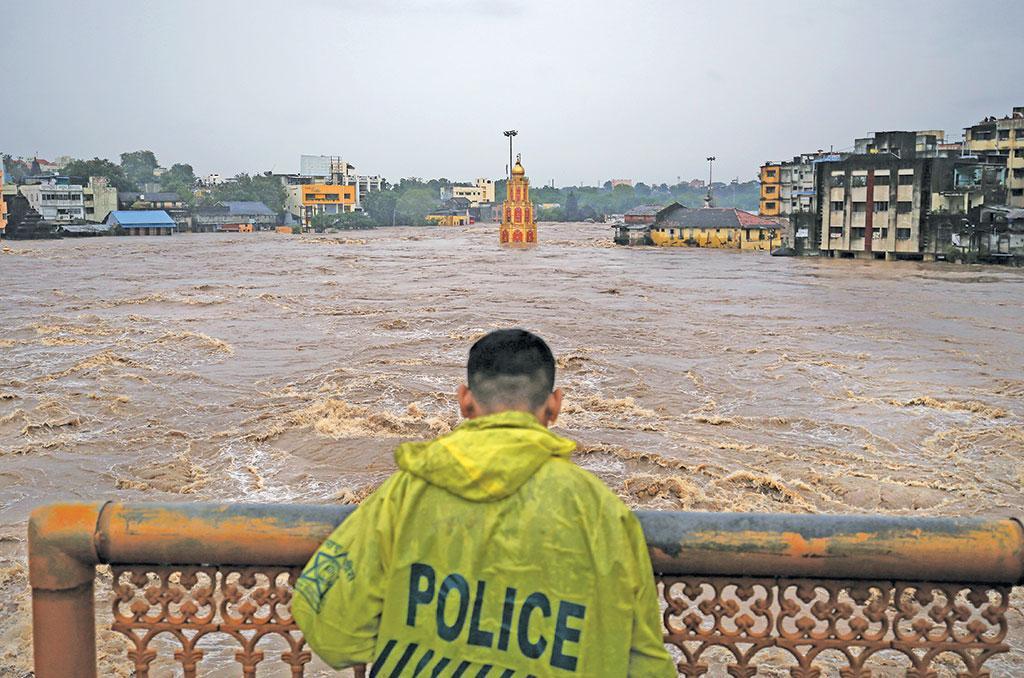 बाढ़ बढ़ाते बांध