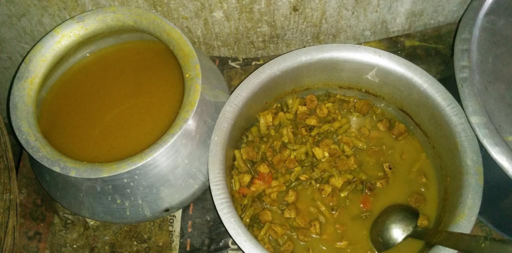 Lentils and vegetables at the ITI Bus Stand Dal Bhat Kendra in Ranchi. Photo: Anjor Bhaskar and Arpita Sarkar