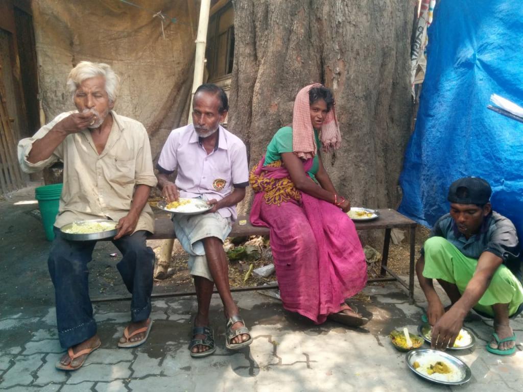 People eating at a Dal Bhat Kendra in Doranda, Ranchi. Photo: Anjor Bhaskar and Arpita Sarkar