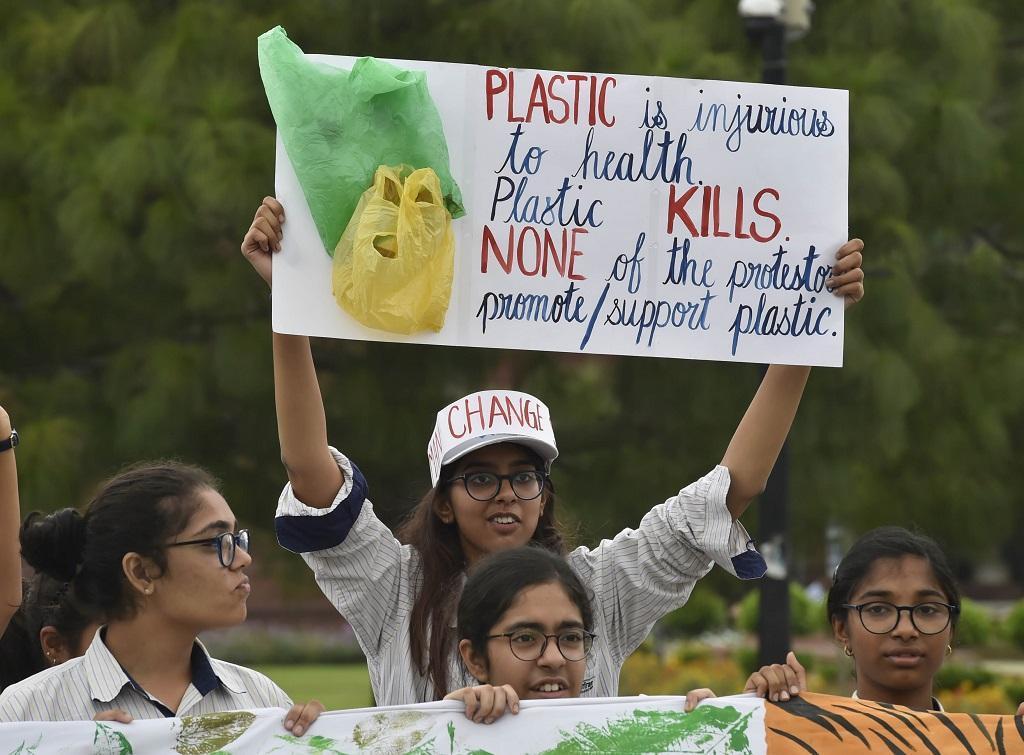 प्लास्टिक हमारे जीवन के लिए बेहद हानिकारक है। ऐसे समय में, जब भारत सरकार प्लास्टिक प्रदूषण के खिलाफ मुहिम चलाने वाली है। बच्चों का यह प्रदर्शन काफी उम्मीद जताता है। फोटो: विकास चौधरी