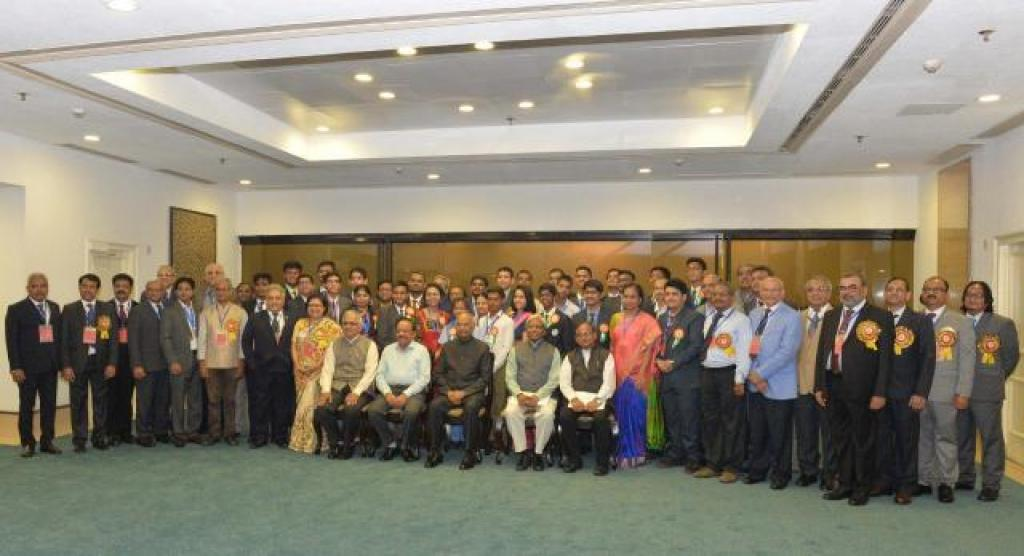 Awardees of the Shanti Swarup Bhatnagar Award pose for a photograph. Photo: https://www.csir.res.in/