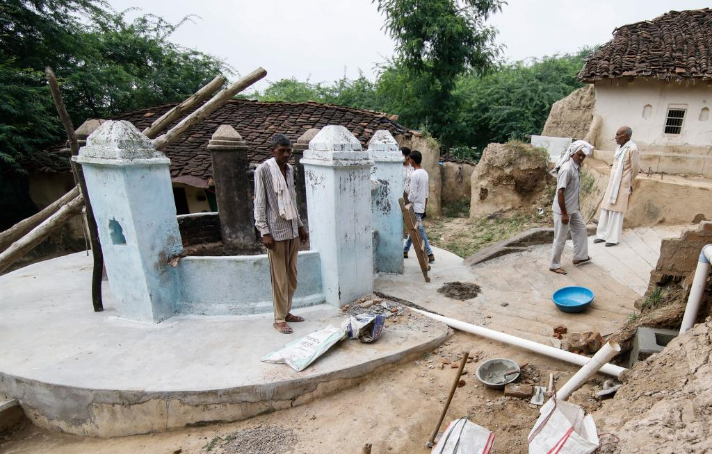 District administration installed rainwater harvesting structures in Benda village to ensure that people do not revert to old habits due to water scarcity. Photo: Vikas Choudhary